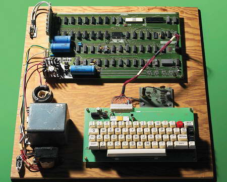 Первый компьютер Apple продан на аукционе за рекодную сумму