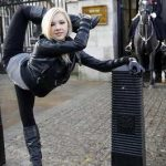 Удивительно гибкая акробатка из России на улицах Лондона