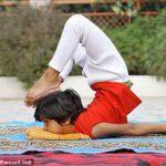 Самая молодая в мире 6-летняя учитель йоги — индийское чудо
