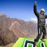 Чилийский каскадер Джулио Муноз прыгает на мотоцикле с 4000-метровой высоты