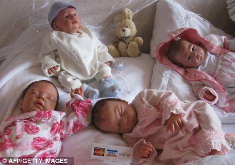 Для чего нужны куклы, которых трудно отличить от младенца?