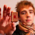 Аукцион ценных находок: на распродаже миниатюрные книги