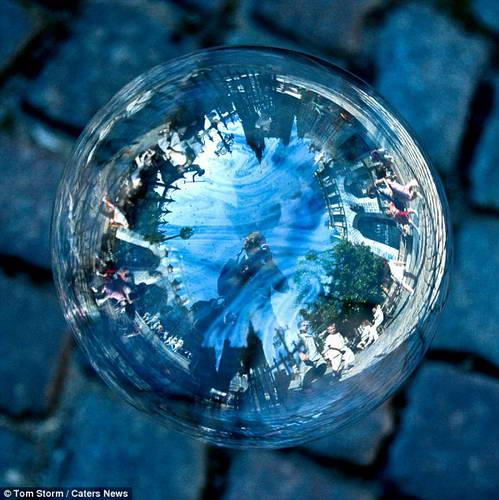 Фотографии мест отраженных в мыльных пузырях