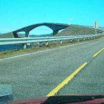 Удивительный, «пьяный» мост в Норвегии