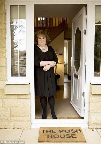 Сьюзан Бойл на пороге нового дома