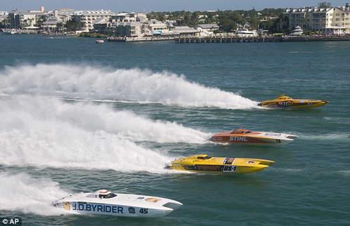 Престижная гонка на воде в Ки-Уэсте во Флориде началась с трагедии