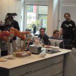 Немецкие роботы Рози и Джеймс незаменимые помощники на кухне