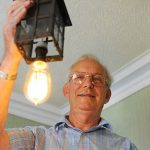 Лампочка, ровесница Титаника, до сих пор работает в доме англичанина