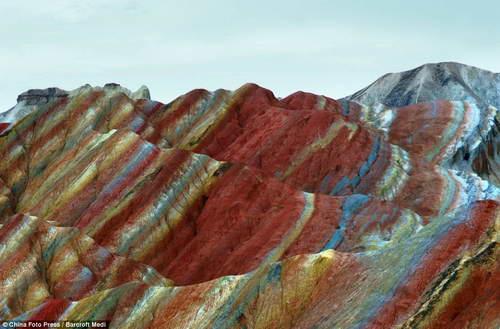 Расцветка горных образований в Китае