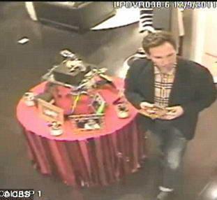 В США священник попался на кражах в элитных магазинах