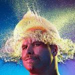 Веселые фотографии лысых парней с водяными париками