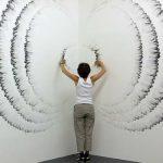 Джудит Энн Браун рисует изумительные картины пальцами и углями