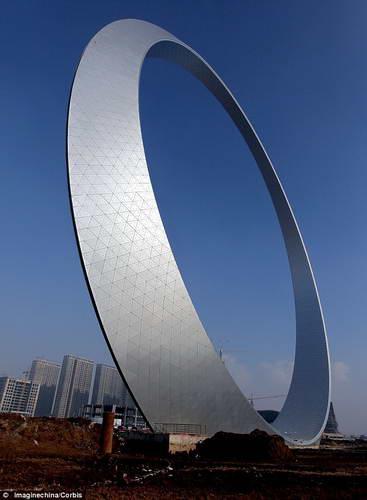 В Китае построили 150-метровое стальное кольцо стоимостью $15 млрд.