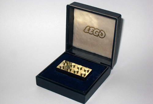 Самое дорогое в мире золотое ЛЕГО стоит около $15 тысяч