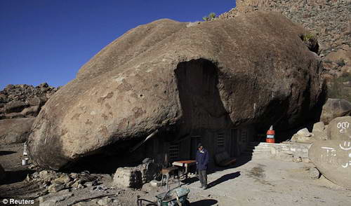 Мексиканцы живут под камнем