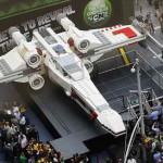 Самую большую модель лего — истребителя X-Wing Звездых Войн — построили в Чехии