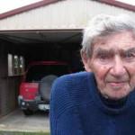 105-летний новозеландец Боб Эдвардс старейший в мире владелец водительских прав