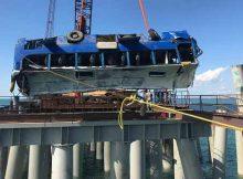 Автобус упал в море на Керченском мосту