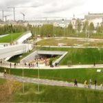 Парк «Зарядье» вцентре Москвы уничтожили вандалы
