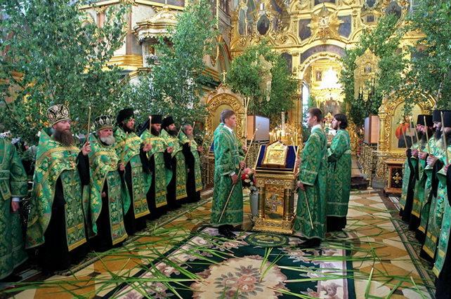 Украшение храмов на Троицу