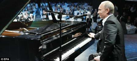 В. Путин за роялем
