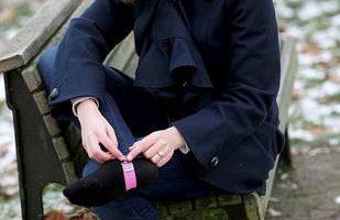 Разработчик одежды предлагает стремена для джинсов