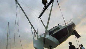 Полузатонувшая яхта француза Жюльена Бертье самое оригинальное судно