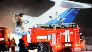 Три погибших и десятки раненых в результате взрыва и сгорания самолета на полосе
