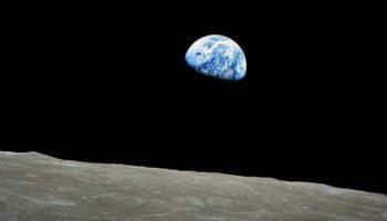 Продана одна из двух путевка на космическое путешествие вокруг Луны