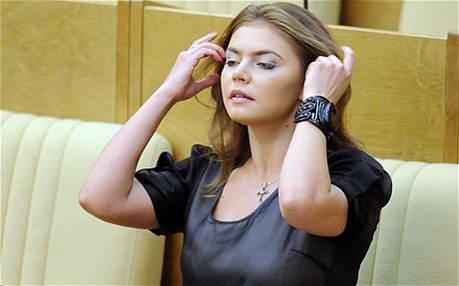 РД запретила мини-юбки и декольте