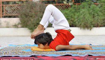 Самая молодая в мире 6-летняя учитель йоги – индийское чудо