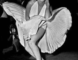 Знаменитое белое платье Мэрилин Монро продается на аукционе за $2 млн.