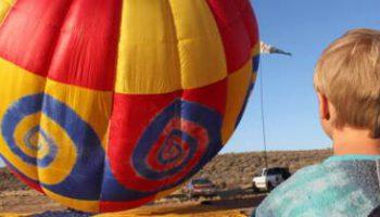 9-летный мальчик стал самым юным пилотом на воздушном шаре