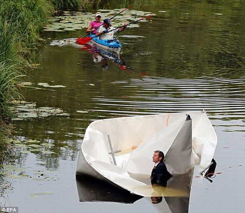 Бумажный корабль