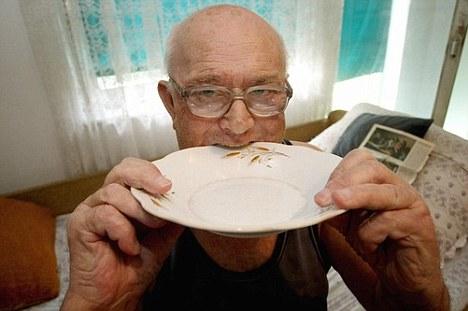 Бранко П - ел железо, тарелки, стаканы