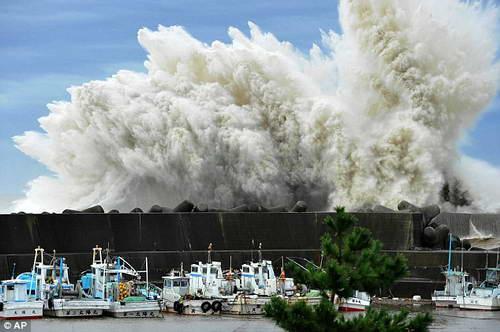 Последствия тайфуна Рок - Япония