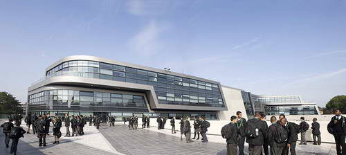 Академия Эвелин Грейс в Лондоне