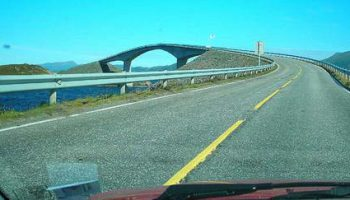 """Удивительный, """"пьяный"""" мост в Норвегии"""