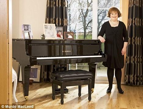 Сьюзан Бойл в гостиной дома