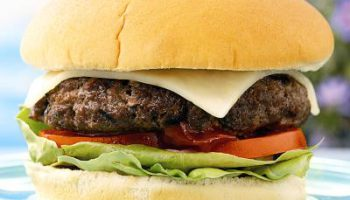 Чизбургер изобрели в Калифорнии в результате ошибки шеф-повара