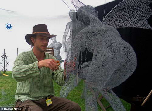 Дерек Кинцетт - скульптура из металлической сетки