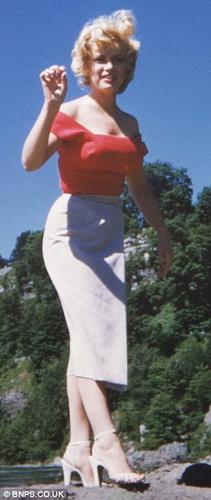 Мэрилин Монро - в 1953 около Ниаграского водопада