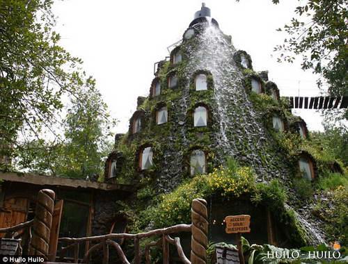 Отель вулкан извергающий воду