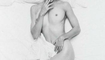 Фотография обнаженной Мадонны в постели с сигаретой ушла за $23,75 тысячи