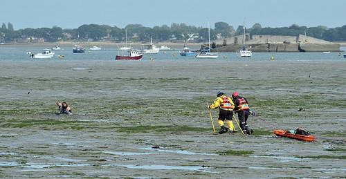 спасатели идут на помощь