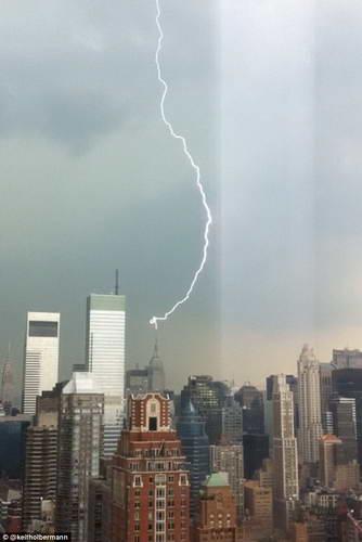 Удар молнии в Empire State Building