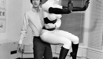 """Работа 60-х годов Алена Джонса """"голая мебель"""" на аукционе Sotheby's ушла за $4 млн."""