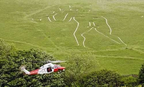 Вертолет доставил пострадавшую к карете скорой помощи
