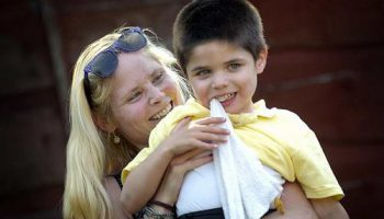 Мальчик с редким недугом поеданием несъедобного (пиком) ищет помощи