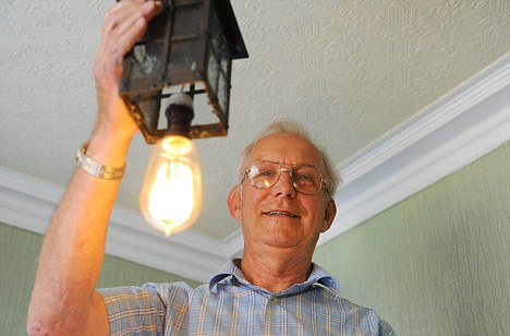 Рожер Дубэлл владелец 100-летней лампочки